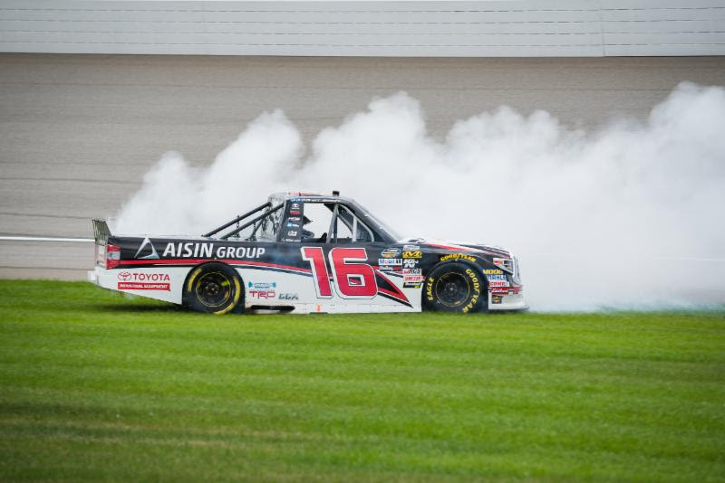 Moffitt Executes Last-Lap Pass for Second MIS Victory