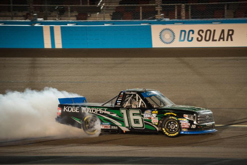 Moffitt Wins on Late-Race Charge at Phoenix